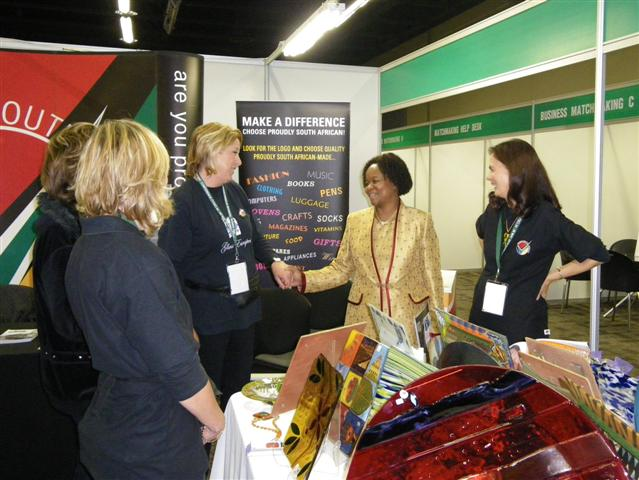 Glass Escapes honoured to receive exhibition visit by Executive Mayor Dr. Gwen Ramokgopa